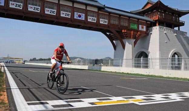 Felipe Massa in Ferrari Mountainbike in Korea 2011