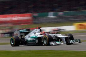 Mercedes SLS AMG Black VS F1 Car Drag Race