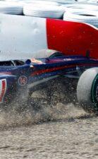 Mark Webber crashes at Japan