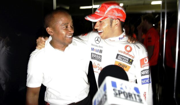 Hamilton's father opposed to F1 restart
