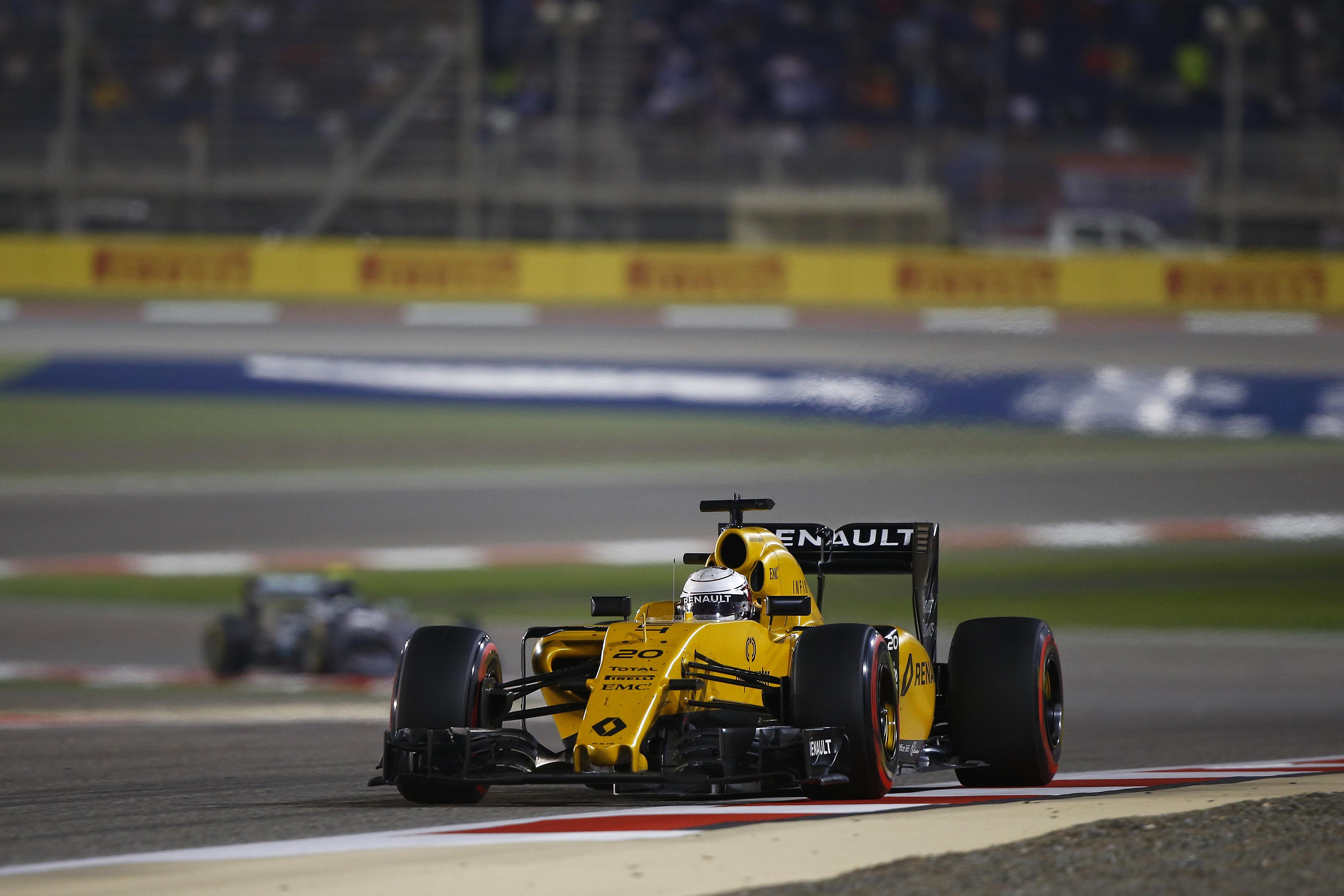 Renault формула 1  № 677704 без смс