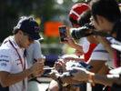 Marina Bay Circuit, Marina Bay, Singapore 2016. Felipe Massa, Williams Martini Racing, signs autographs for fans.