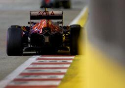 Daniil Kvyat on track during practice for the F1 GP of Singapore at Marina Bay Street Circuit 2016