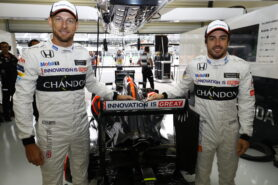 Jenson Button and Fernando Alonso in the garage Mexican GP F1/2016