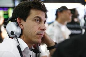 Wolff ridicules Ferrari switch rumours