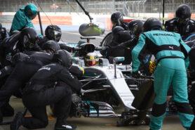 Mercedes-AMG Petronas Motorsport, Lewis Hamilton in the pit