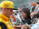 Nico Hulkenberg Renault Sport F1 Team signs autographs for the fans. Chinese Grand Prix, Thursday 6th April 2017. Shanghai, China.