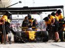 Jolyon Palmer (GBR) Renault Sport F1 Team RS17 practices a pit stop. Bahrain Grand Prix, Friday 14th April 2017. Sakhir, Bahrain.