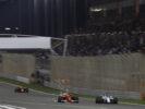 Bahrain International Circuit, Sakhir, Bahrain. Sunday 16 April 2017. Felipe Massa, Williams FW40 Mercedes, battles with Kimi Raikkonen, Ferrari SF70H.