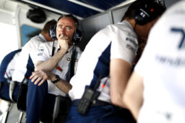 Circuit de Catalunya, Barcelona, Spain. Saturday 13 May 2017. Paddy Lowe, Chief Technical Officer, Williams Martini Racing Formula 1, and the team on the pit wall.