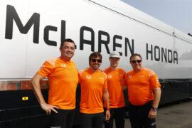 Spa Francorchamps, Belgium. Sunday 27 August 2017. Eric Boullier, Racing Director, McLaren, Fernando Alonso, McLaren, Stoffel Vandoorne, McLaren, and Zak Brown, Executive Director, McLaren Technology Group, wear celebratory orange T-shirts.