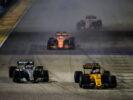 Jolyon Palmer (GBR) Renault Sport F1 Team RS17 and Valtteri Bottas (FIN) Mercedes AMG F1 W08 battle for position. Singapore Grand Prix, Sunday 17th September 2017. Marina Bay Street Circuit, Singapore.