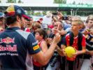 Carlos Sainz with fans Monza Italian GP F1/2017