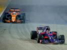 Daniil Kvyat & Fernando Alonso on track Singapore GP F1/2017