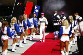 Circuit of the Americas, Austin, Texas, United States of America. Sunday 22 October 2017. Stoffel Vandoorne, McLaren, and Fernando Alonso, McLaren, with the Dallas Cowboys Cheerleaders on the grid.