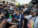 Sergio Perez (MEX) Sahara Force India F1 with fans. Mexican Grand Prix, Thursday 26th October 2017. Mexico City, Mexico.