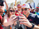 Piere Gasly with Fans Abu Dhabi GP F1/2017