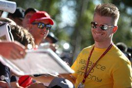 Nico Hulkenberg (GER) Renault Sport F1 Team signs autographs for the fans. Australian Grand Prix, Thursday 22nd March 2018. Albert Park, Melbourne, Australia.