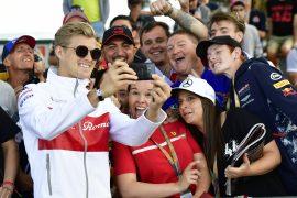 Marcus Ericsson (SWE) Alfa Romeo Sauber F1 Team fans selfie at Formula One World Championship, Rd1, Australian Grand Prix, Race, Melbourne, Australia, Sunday 25 March 2018.