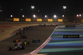 Cars on track Bahrain GP F1/2018