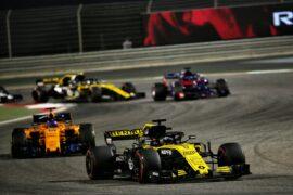 Nico Hulkenberg (GER) Renault Sport F1 Team RS18. Bahrain Grand Prix, Sunday 8th April 2018. Sakhir, Bahrain.