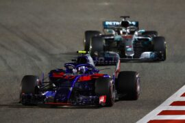 Pierre Gasly & Lewis Hamilton on track Bahrain GP F1/2018