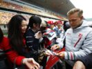 Kevin Magnussen Haas with fans Chinese GP F1/2018
