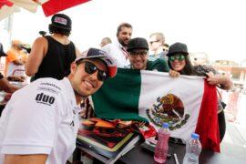 Sergio Perez (MEX) Sahara Force India F1 with fans. Bahrain Grand Prix, Sunday 8th April 2018. Sakhir, Bahrain.