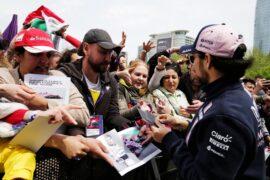 Sergio Perez (MEX) Sahara Force India F1 signs autographs for the fans. Azerbaijan Grand Prix, Sunday 29th April 2018. Baku City Circuit, Azerbaijan.