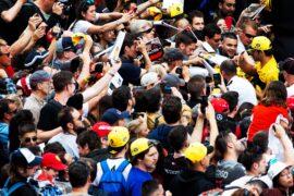 Carlos Sainz Jr (ESP) Renault Sport F1 Team signs autographs for the fans. Spanish Grand Prix 2018.