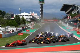 Kimi Raikkonen leads Max Verstappen, Daniel Ricciardo and the rest of the field into turn one at the start during the Spanish GP F1/2018.