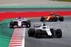 Lance Stroll, Williams FW41 Mercedes, leads Sergio Perez, Force India VJM11 Mercedes, and Stoffel Vandoorne, McLaren MCL33 Renault. Spanish GP F1/2018.