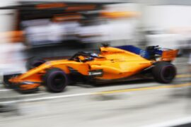 Fernando Alonso doing a pitstop in the McLaren MCL33 with Renault engine
