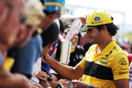 Carlos Sainz Jr (ESP) Renault Sport F1 Team signs autographs for the fans. French Grand Prix, Thursday 21st June 2018. Paul Ricard, France.