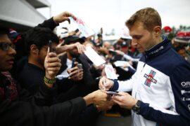 Circuit Gilles-Villeneuve, Montreal, Canada Thursday 7 June 2018. Sergey Sirotkin, Williams Racing, signs autographs for fans.