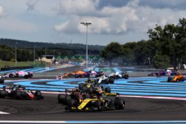 Carlos Sainz Jr (ESP) Renault Sport F1 Team RS18 at the start of the race. French Grand Prix, Sunday 24th June 2018. Paul Ricard, France.