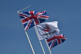 UK gov't clears F1 staff for Silverstone races