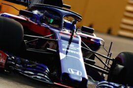 Brendon Hartley driving the (28) Scuderia Toro Rosso STR13 Honda on track during the Formula One Grand Prix of Singapore 2018.