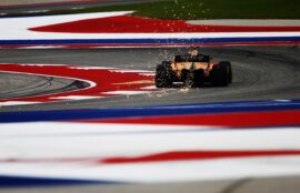 Sparks fly from the rear of Fernando Alonso, McLaren MCL33 US GP F1/2018