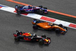 Daniel Ricciardo, Fernando Alonso & Brendon Hartley battle for position on track during the Formula One Grand Prix of Russia at Sochi Autodrom on September 30, 2018 in Sochi, Russia.