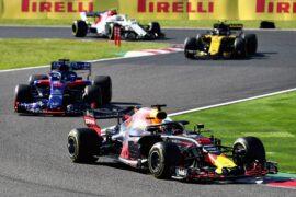 Daniel Ricciardo leads Brendon Hartley on track during the Formula One Grand Prix of Japan at Suzuka Circuit on October 7, 2018 in Suzuka.