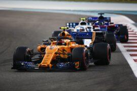 Yas Marina Circuit, Abu Dhabi, United Arab Emirates. Sunday 25 November 2018 Stoffel Vandoorne, McLaren MCL33, leads Sergey Sirotkin, Williams FW41, and Brendon Hartley, Toro Rosso STR13.