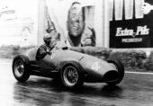 Alberto Ascari racing the Ferrari 500F2 on Spa-Francorchamps in Belgium to win the race (1952)