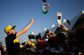 Nico Hulkenberg (GER) Renault Sport F1 Team signs autographs for the fans. Abu Dhabi Grand Prix, Thursday 22nd November 2018. Yas Marina Circuit, Abu Dhabi, UAE.