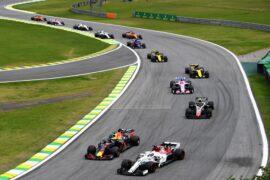 Daniel Ricciardo overtakes Marcus Ericsson during the Formula One Grand Prix of Brazil at Autodromo Jose Carlos Pace on November 11, 2018 in Sao Paulo, Brazil.