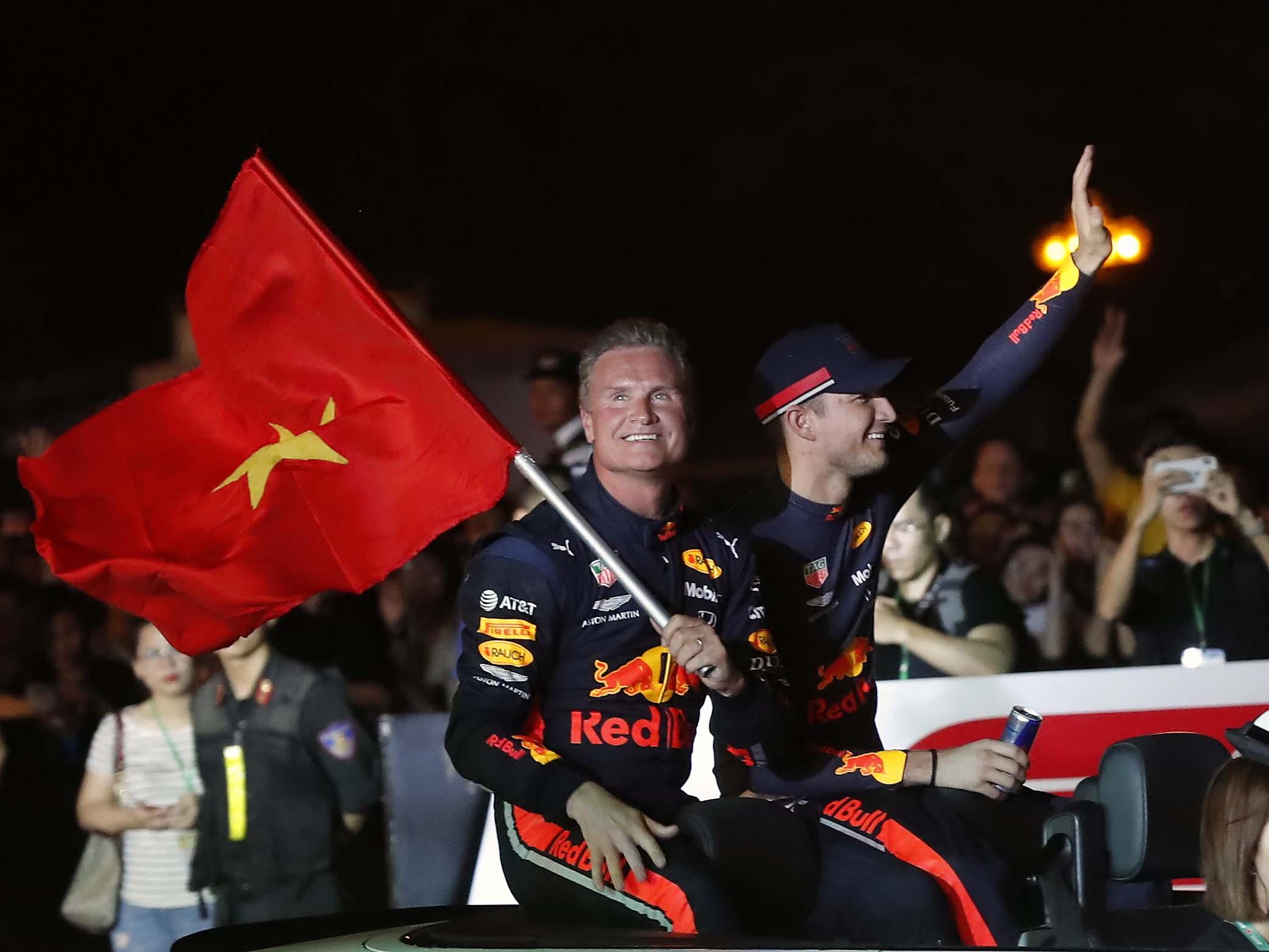 In the pitlane - Good night Vietnam