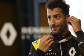 How to parallel park with Daniel Ricciardo