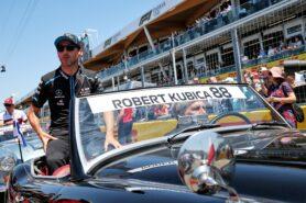Kubica 'patient' amid F1 comeback crisis