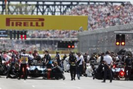 Mechanics clear the grid prior to the start of the formation lap during the Canadian GP at Circuit Gilles-Villeneuve on June 09, 2019 in Circuit Gilles-Villeneuve, Canada.