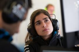 Jamie Chadwick remains development driver at Williams